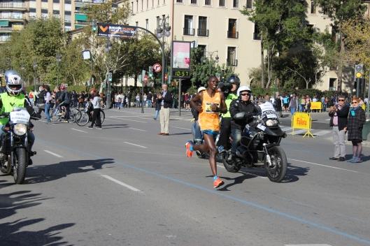 carrera del maratón de Valencia a su paso por el Luis Vives, Foto: Federico Fuertes